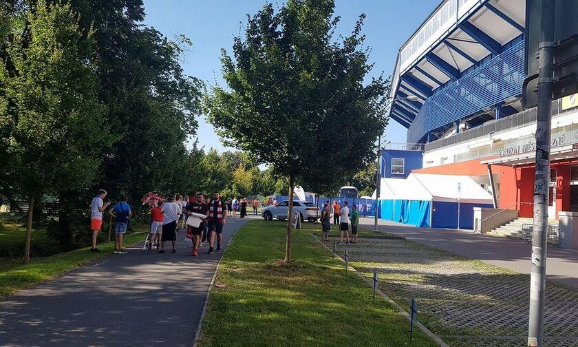 "Bικτόρια Πλζεν - Ολυμπιακός: Έφτασε η αποστολή των ""ερυθρολεύκων"" στο γήπεδο (pics+vid)"