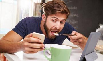 Έρευνα: Η χρήση κινητού τηλεφώνου άνω των 5 ωρών την ημέρα αυξάνει τον κίνδυνο παχυσαρκίας