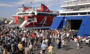 Το αδιαχώρητο στο λιμάνι του Πειραιά- Παράταση στον απόπλου των πλοίων