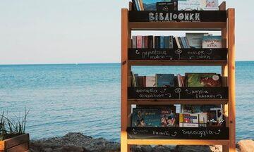 Η βιβλιοθήκη που έχει θέα το Αιγαίο Πέλαγος