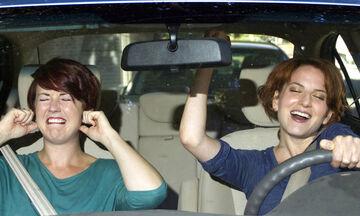 Πότε γίνεται επικίνδυνη η μουσική στο αυτοκίνητο
