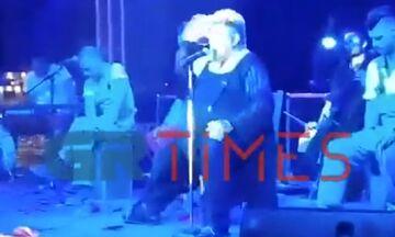 Πρωτοφανές περιστατικό: Ο Κραουνάκης σταμάτησε τη συναυλία του για να... κράξει μητέρα (vid)