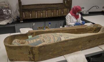 Αίγυπτος: Παρουσιάζεται για πρώτη φορά η επίχρυση σαρκοφάγος του Τουταγχαμών (pic)