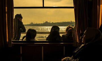 «Life In»: Ομαδική έκθεση φωτογραφίας στο Trii Art Hub στο Κουκάκι