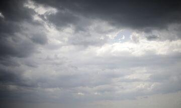Καιρός: Νεφώσεις, σποραδικές βροχές και καταιγίδες