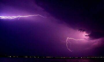 Ξεκίνησαν οι καταιγίδες - Σε ποιες περιοχές υπάρχουν πτώσεις κεραυνών