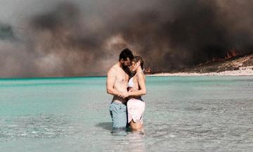 Φωτιά Ελαφονήσου: Η φωτογραφία που «έριξε» το Instagram