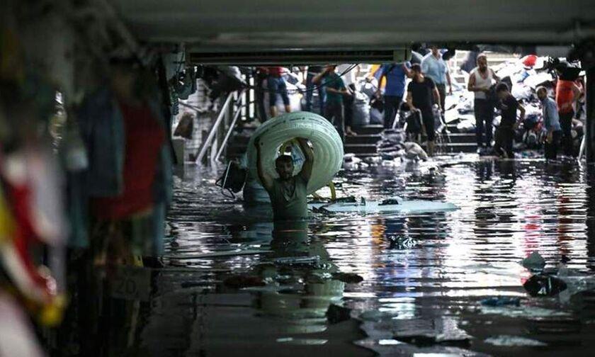 Χάος στην Κωνσταντινούπολη, πλημμύρισε το Μεγάλο Παζάρι-Ένας νεκρός