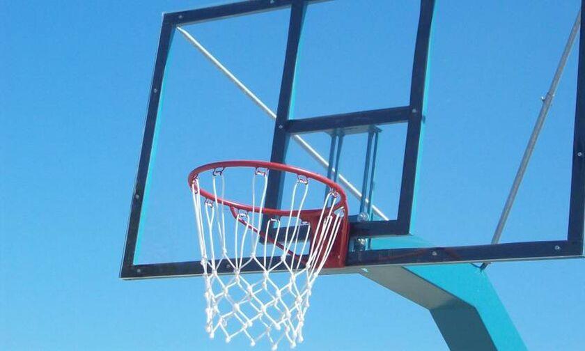 Τραγωδία στη Σάμο: Πέθανε 19χρονος ενώ έπαιζε μπάσκετ (vid)