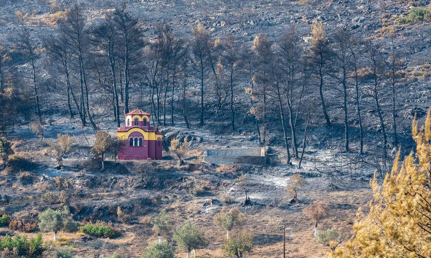 Σε ύφεση και οριοθετημένη η πυρκαγιά στην Εύβοια
