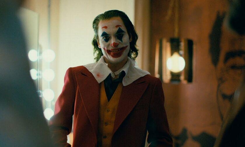 Ο Χοακίν Φίνιξ τα χάνει στο νέο τρέιλερ του «Joker»