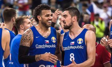 Πρόβλημα για την Τσεχία - Πιθανή η απουσία Σιλμπ από το ματς με την Ελλάδα (vid)