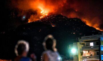 Λουτράκι: Ανεξέλεγκτη η φωτιά - Ολονύχτια μάχη - Υψηλός κίνδυνος σε 6 περιφέρειες σήμερα (pic)