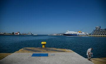 Φεύγουν τα πλοία, δεμένα τα δελφίνια