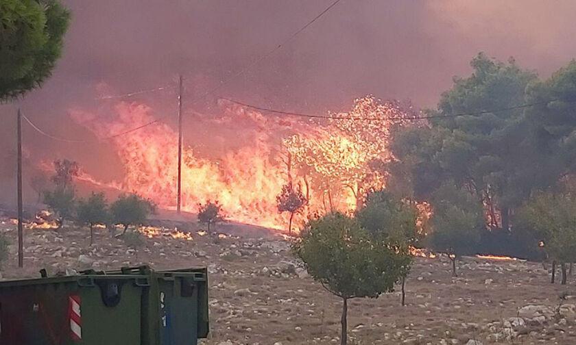 Μεγάλες πυρκαγιές μένονται στο Λουτράκι και στη Ζάκυνθο (vids)