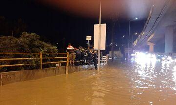 Σαρώνει η κακοκαιρία: Πλημμύρες και απεγκλωβισμοί στη Θεσσαλονίκη –Χαλάζι στα Τρίκαλα (vids)
