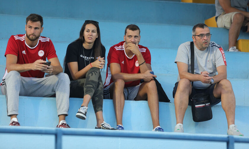 Τουρνουά ΣΕΔΥ: Μαζί στο κολυμβητήριο Ζιβογίνοβιτς, Λαζάρεβιτς