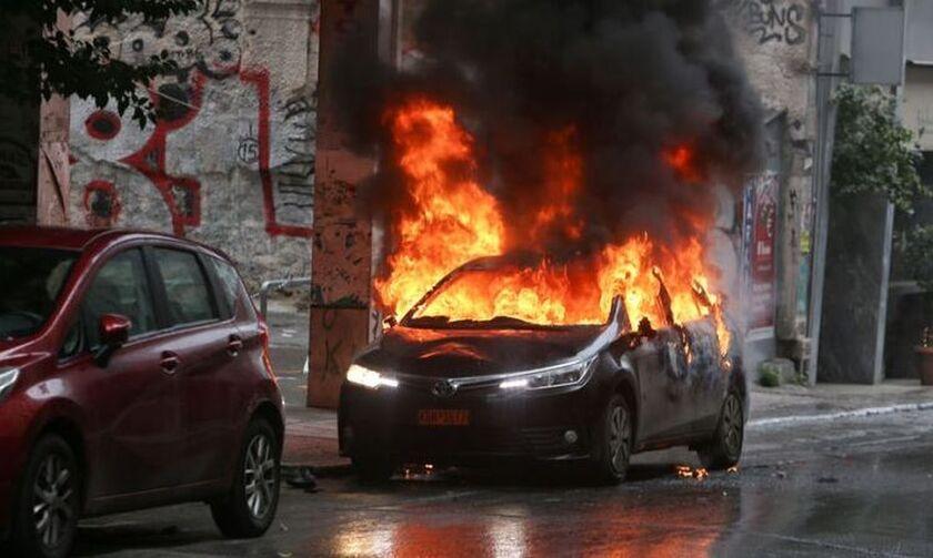 Οδηγός βρέθηκε απανθρακωμένος σε αυτοκίνητο στο κέντρο της Αθήνας (pic)