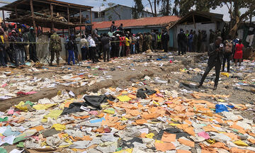 Ναϊρόμπι: Eπτά μαθητές σκοτώθηκαν από κατάρρευση σχολείου (vid)