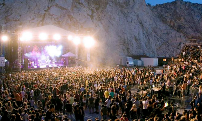 Θέατρο Βράχων: To ΦΩΣ στηρίζει το ρεμπέτικο τραγούδι