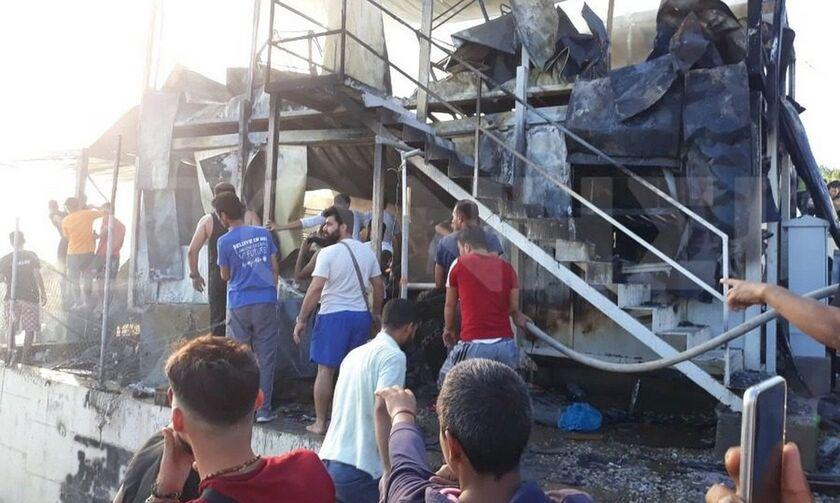 Τραγωδία στη Μόρια: Πέθανε μωρό και μία γυναίκα από τις αναθυμιάσεις (vid)
