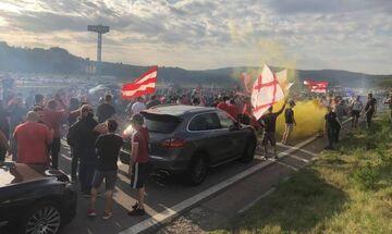 Οπαδοί του Ερυθρού Αστέρα έκλεισαν το δρόμο και αποθέωσαν τους Έλληνες (vids, pics)