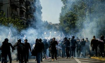 Αθήνα: Μπογιές από το ΠΑΜΕ στο άγαλμα του Τρούμαν - Χημικά από την ΕΛΑΣ (pics)