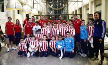 Ολυμπιακός: Επίσκεψη της σχολής της Θεσσαλονίκης στο ξενοδοχείο της ομάδας