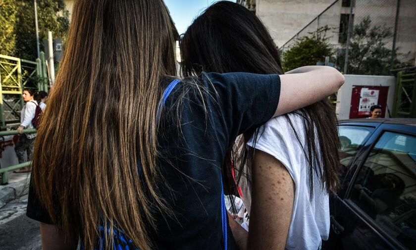 Στο ναδίρ η ψυχολογία των εφήβων στην Ελλάδα: Κατάθλιψη, άγχος και απόπειρες αυτοκτονίας