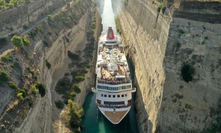 Εντυπωσιακή διέλευση πλοίου 200 μέτρων από τον Ισθμό της Κορίνθου! (vid)