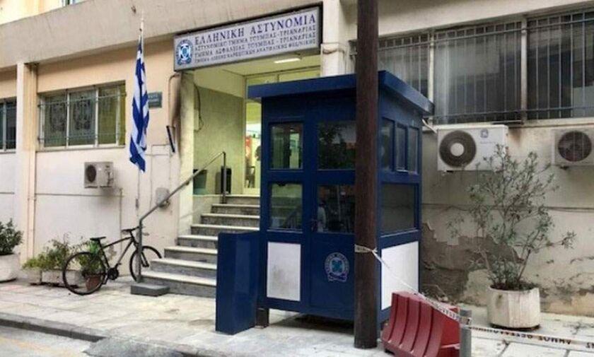 Θεσσαλονίκη: Επίθεση με μολότοφ στο αστυνομικό τμήμα Τούμπας (vid)