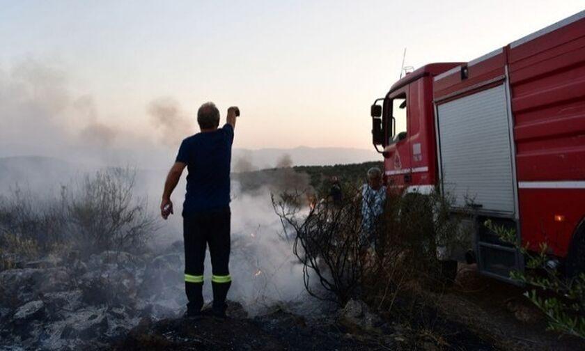 Διακοπή της κυκλοφορίας στην περιφερειακή οδό Περάματος λόγω πυρκαγιάς