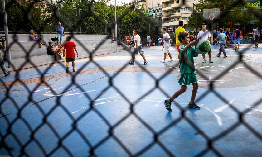 Απίστευτο: 'Εβαψαν το γήπεδο του Αντετοκούνμπο και γλιστράει το δάπεδο...