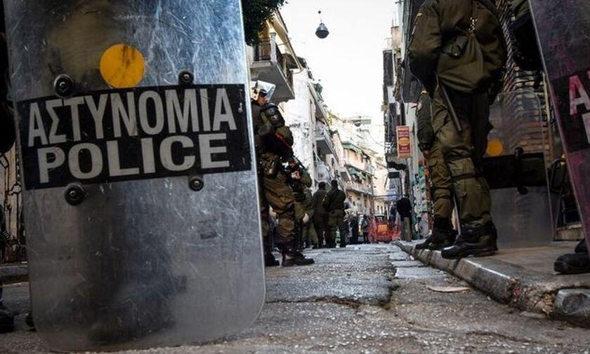Εξάρχεια: Νέα επιχείρηση της Αστυνομίας για ναρκωτικά (vid)
