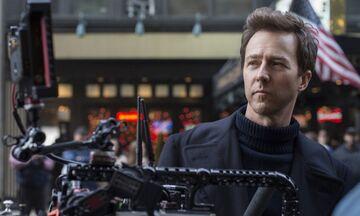 Ο Νόρτον διαφωνεί με τον Σπίλμπεργκ: «Δεν σκοτώνει το Netflix το σινεμά»