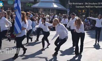 Νέα Φιλαδέλφεια: Νεολαίοι διακωμώδησαν την παρέλαση αλά Monty Python (vid)
