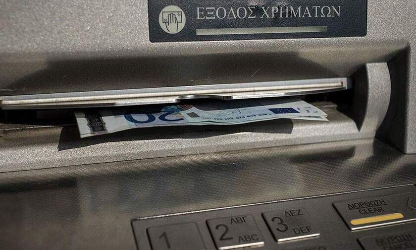 Προς αναστολή οι αυξήσεις στις προμήθειες των τραπεζών