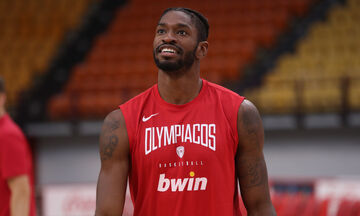 Οι παίκτες του Ολυμπιακού παίζουν «Μάντεψε ποιος» (vid)