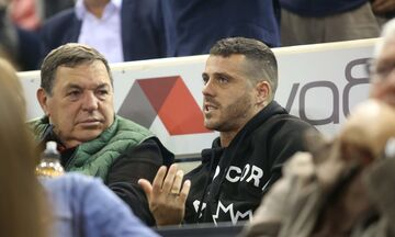 Ο Δήμαρχος Θεσσαλονίκης και ο Βιεϊρίνια είδαν τον Ολυμπιακό να κερδίζει 3-0 τον ΠΑΟΚ στην Πυλαία