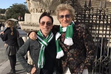 O 74χρονος Ροντ Στιούαρτ τραγουδά συνθήματα με τους οπαδούς της Σέλτικ στη Ρώμη! (pic & vid)!