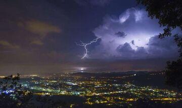Καιρός: Βροχές και σποραδικές καταιγίδες, κατά τόπους ισχυρές!