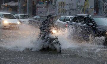 Αθήνα: Κυκλοφοριακό κομφούζιο στους δρόμους - Πού καταγράφονται τα μεγαλύτερα προβλήματα