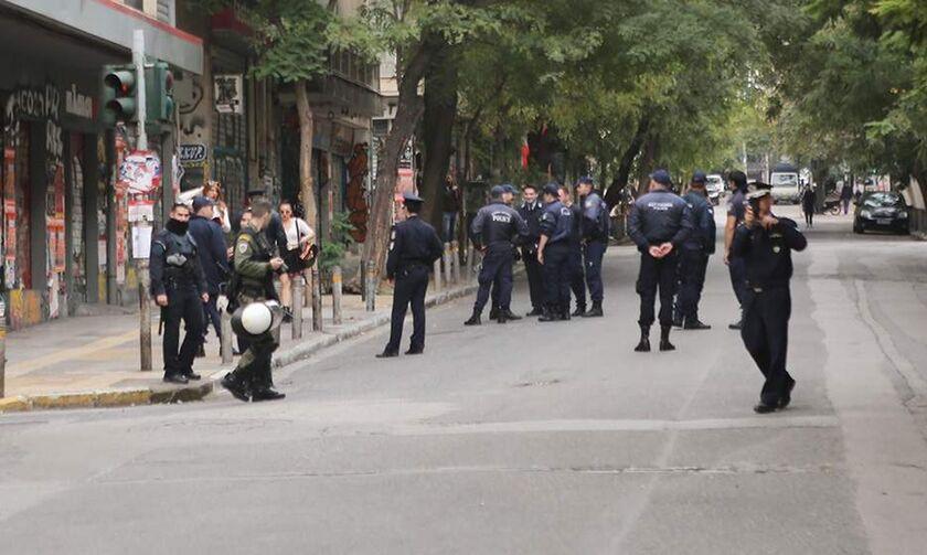 Επιχείρηση της ΕΛ.ΑΣ. σε πολυκατοικίες στα Εξάρχεια – Έξι συλλήψεις (pics, vid)