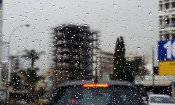 Ο καιρός: Βροχές και καταιγίδες, ψηλά για την εποχή η θερμοκρασία