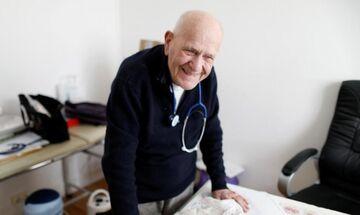 Γιατρός... ετών 98! - Αρνείται να πάρει σύνταξη και συνεχίζει να βλέπει ασθενείς!
