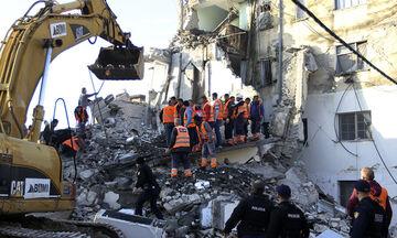 Δεκατρείς οι επιβεβαιωμένοι νεκροί και πολλοί εγκλωβισμένοι από τα 6,4 Ρίχτερ στην Αλβανία (vids)