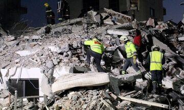 Σεισμός στην Αλβανία: Άνδρες της ελληνικής ΕΜΑΚ απεγκλωβίζουν γυναίκα και καταχειροκροτούνται (vid)