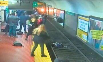 Βίντεο: Κοίταζε το κινητό του κι έπεσε στις γραμμές του μετρό (vid)