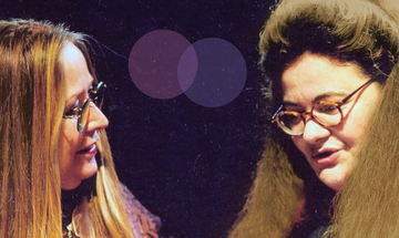 «Το Ξανθό Κορίτσι της Σαντορίνης» με τις Μαρίζα Κωχ και Νένα Βενετσάνου