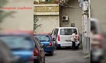 Βίντεο : Αστυνομικός διοικητής Τιράνων κλέβει την ανθρωπιστική βοήθεια για τους σεισμόπληκτους